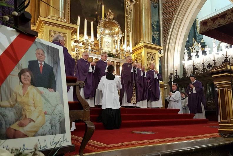 Abp Marek Jędraszewski podczas Mszy św. z okazji 7. rocznicy tragedii smoleńskiej. Fot.: AS/Biały Kruk