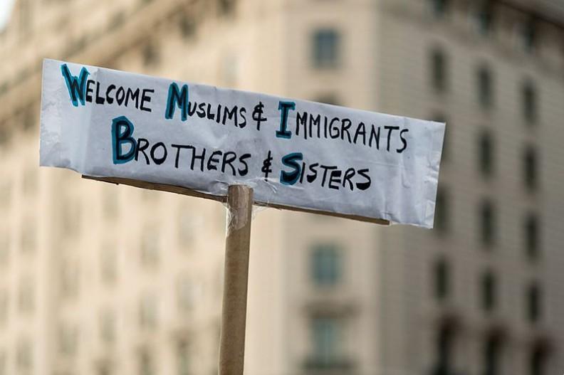 Obecna polityka Unii Europejskiej bardziej sprzyja islamowi, niż przed nim chroni. Fot.: Lorie Shaull/Wikimedia Commons