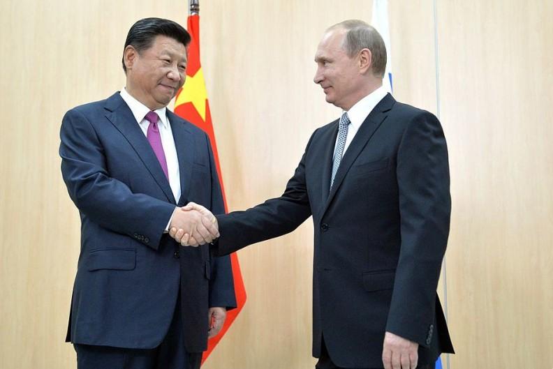 Prezydent Chin Xi Jinping oraz prezydent Rosji Wladimir Putin podczas szczytu BRICS w 2015 r. Fot.: www.kremlin.ru/Wiki Commons