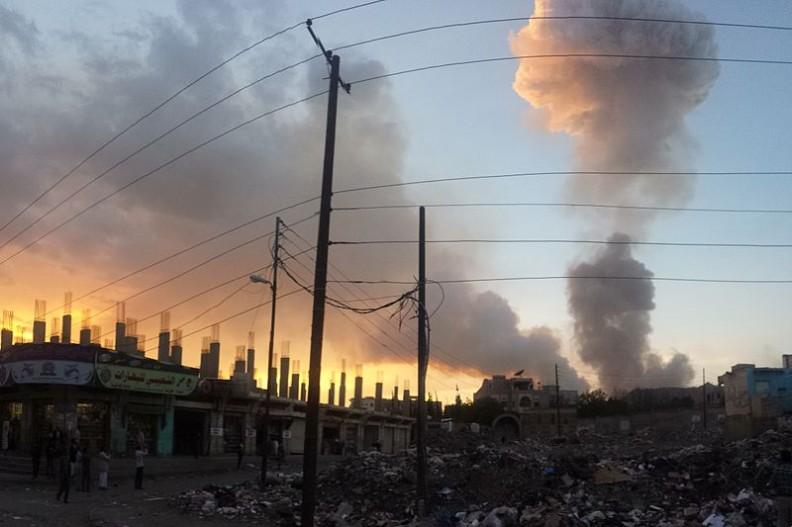 Stolica Jemenu po ataku lotniczym w maju 2015 roku. Fot. Ibrahem Qasim/ Wikimedia Commons