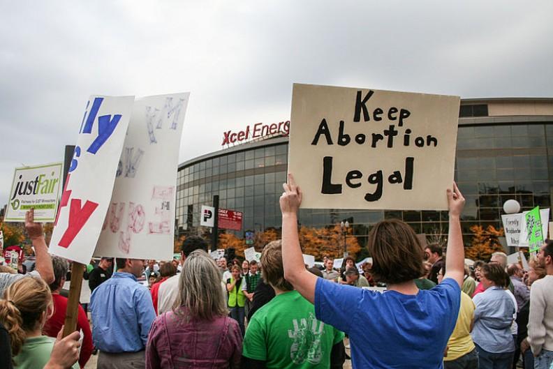 Działacze pro-choice chcą korzystać z wolności słowa, równocześnie odbierając tę wolność ludziom o odmiennych poglądach. Fot.: Tony Webster/ Wikimedia Commons