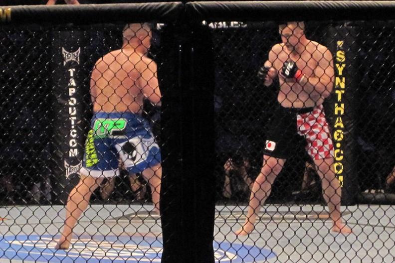 Walki MMA charakteryzują się możliwością walki przy dużym zakresie dozwolonych technik. Fot.:Bad intentionz/ Wikimedia Commons