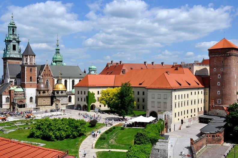 Wzgórze Wawelskie z katedrą i zamkiem. Fot.: FotoCavallo/Wiki Commons/CC 3.0