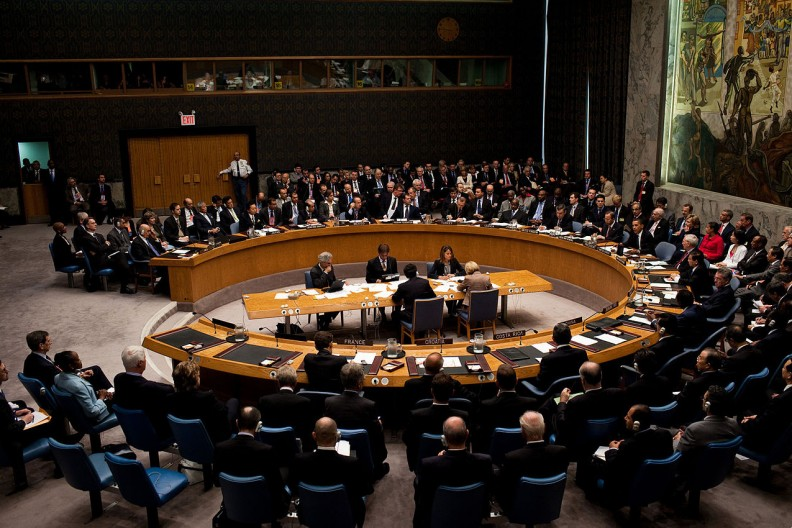 W przeciwieństwie do spotkań Grupy Bilderberg posiedzenia ONZ (jak na zdjęciu) są otwarte dla ludzi z zewnątrz, niemniej uczestnicy obu spotkań niejednokrotnie się pokrywają. Fot.: White House (Pete Souza)/Public Domain