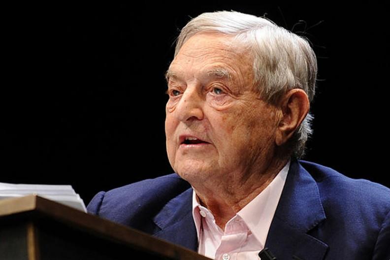 Soros dorobił się wielomiliardowego majątku na zarządzaniu funduszami hedgingowymi i spekulacjach na ogromną skalę. Fot.: Niccolò Caranti/ Wikimedia Commons