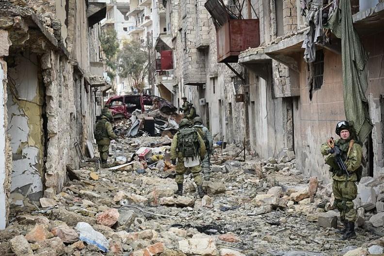 Zupełnie zniszczone ulice i budynki Aleppo. Fot.: Министерство обороны Российской Федерации/ Wikimedia Commons