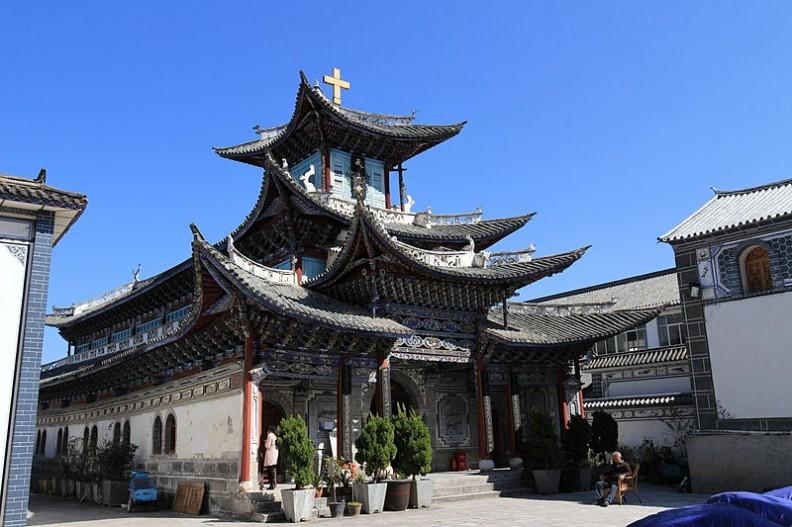 Przepiękna katedra w rzymskokatolickiej diecezji Dali, w zachodniej częsci Chin. Fot.: Xin/Wikimedia Commons