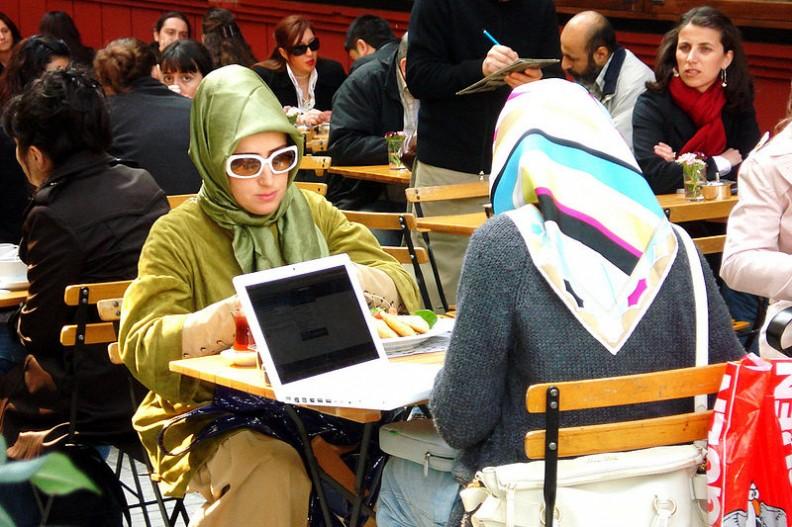 Czeczeńcy islamiści rządają aby mieszkające w Berlinie Czeczenki przestrzegały islamskich zasad ubioru.   Fot.:Chris Schuepp/Wikimedia Commons