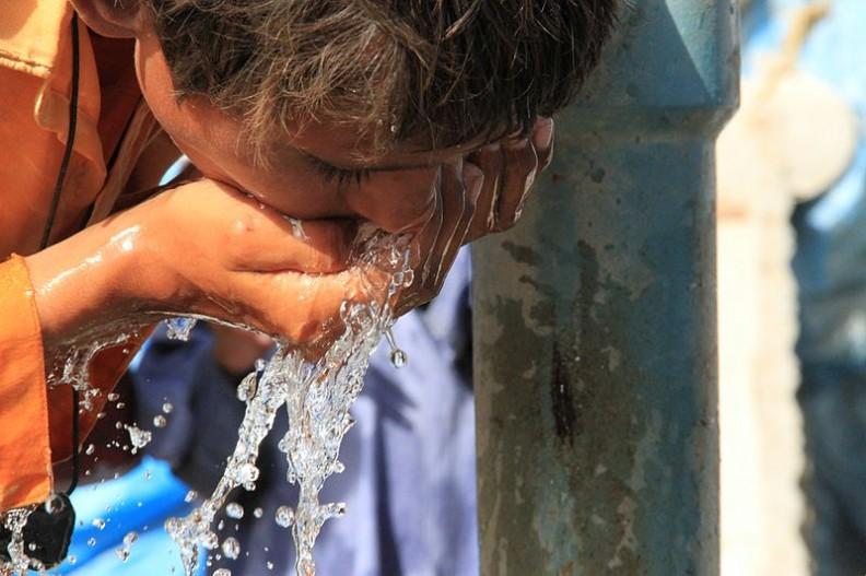 Agencja NRDC odnotowała około 80 000 przypadków naruszenia jakości dostarczanej wody.   Fot.: DFID - UK Department for International Development/2.0/Wikimedia Commons