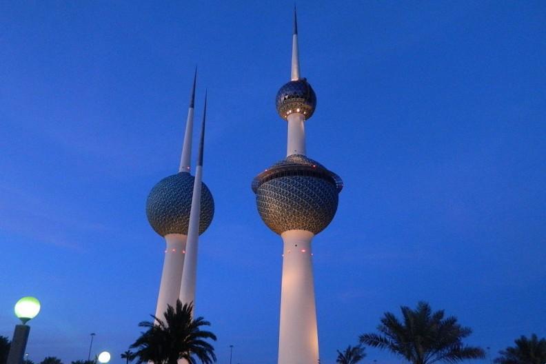 Kuwait City Towers w stolicy arabskiej monarchii położonej między Irakiem a Arabią Saudyjską. Fot.: Paasikvi  CC-BY-SA-3.0