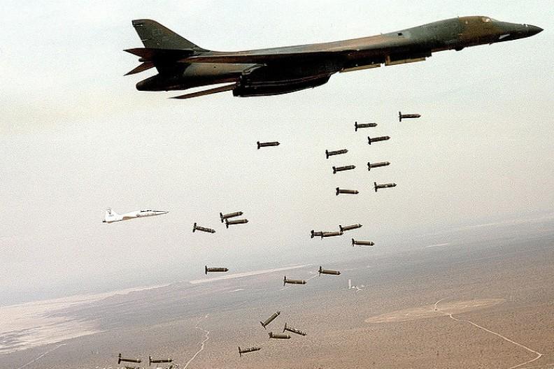 Być może zkonstuowane przez Koreę Południową bomby grafitowe ostudzą wojenny zapał Kim Dzong Una.   Fot.:U.S. Air Force/Wikimedia Commons