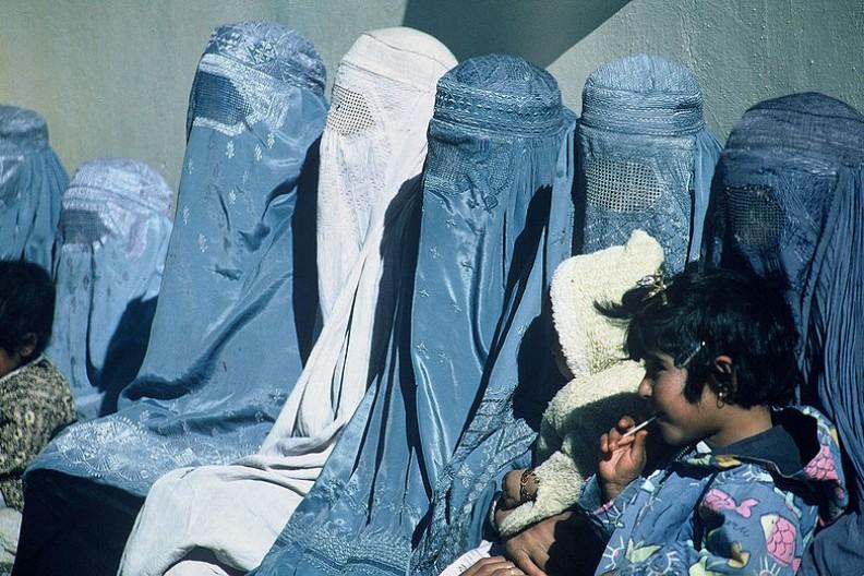 Prawo antyburkowe ma na celu zmusić mieszkańców przybyłych z krajów islamskich do asymilacji z Europejczykami.   Fot.: Nitin Madhav (USAID)/Wikimedia Commons