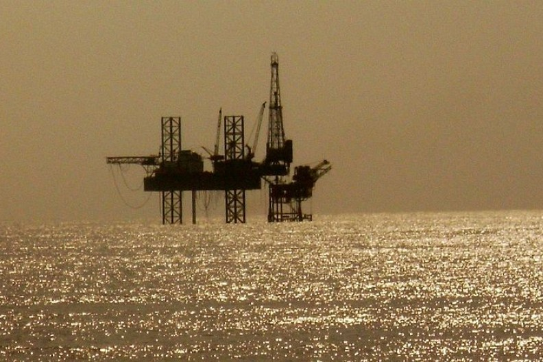 Platforma wiertnicza na Morzu Arabskim.    Fot.: Nandu Chitnis/2.0 Generic/Wikimedia Commons