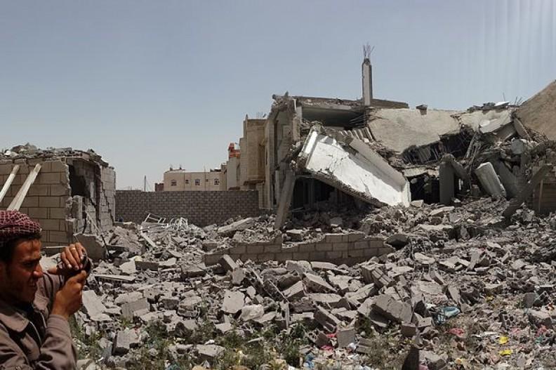 Domostwa zniszczone w Sanie, stolicy Jemenu.    Fot.:Ibrahem Qasim/4.0 International/Wikimedia commons