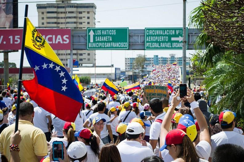 Protesty Wenezuelczyków żądających ustąpienia ze stanowiska prezydenta Nicolasa Maduro.   Fot.:María Alejandra Mora/3.0 Unported/Wikimedia commons