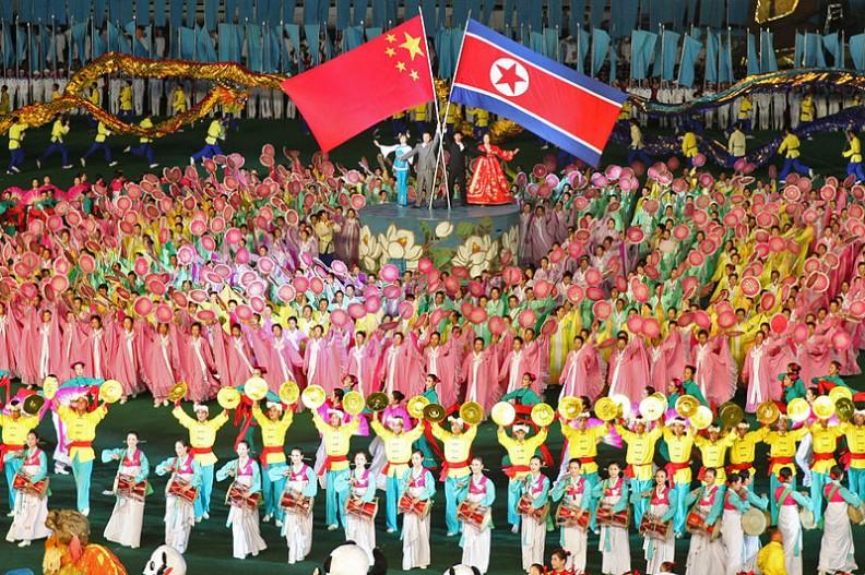 Przedstawienie mające ukazać dobre relacje i przyjaźń pomiędzy Koreą Północną a Chinami.    Fot.:Roman Harak/2.0 Generic/Wikimedia commons