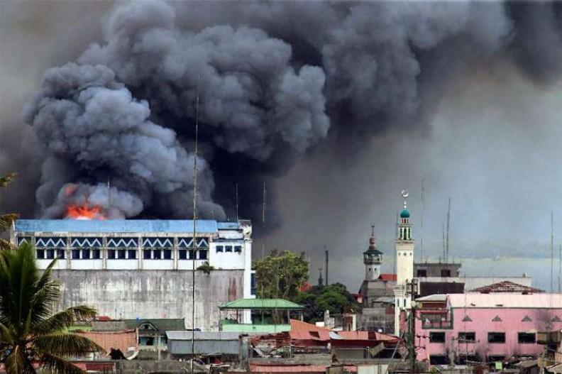 Bojownicy dopuszczają się zamachów bombowych.   Fot.:Mark Jhomel/4.0/Wikimedia commons