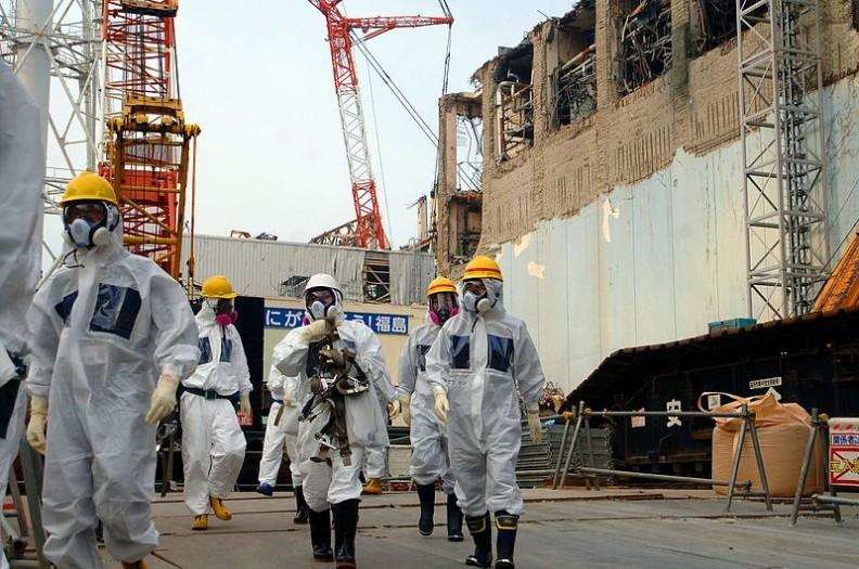 11 marca 2011 roku z powodu silnego trzęsienia ziemi i towarzyszącemu mu tsunami doszło do awarii reaktorów Elektrowni Atomowej Fukushima nr 1.   Fot.: IAEA Imagebank/2.0/Wikimedia commons