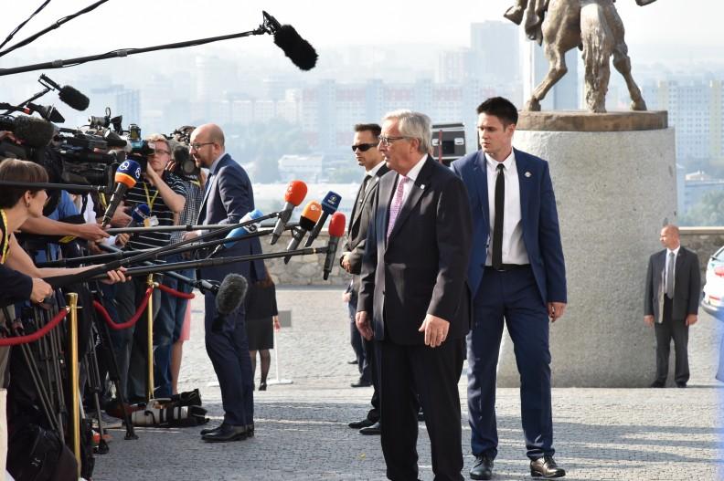 Przewodniczący Komisji Europejskiej Jean-Claude Juncker z mediami.
