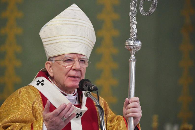 Abp Marek Jędraszewski wygłasza homilię podczas Mszy św. w pierwszą rocznicę śmierci Heleny Kmieć. Fot.: Adam Bujak