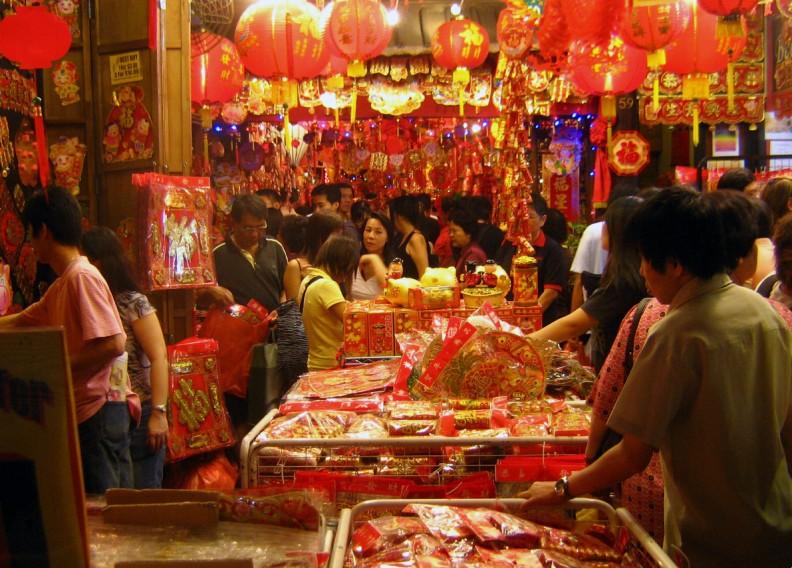 Noworoczny targ w Singapurze. Fot.: Calvin Teo,  CCA-Share Alike 3.0