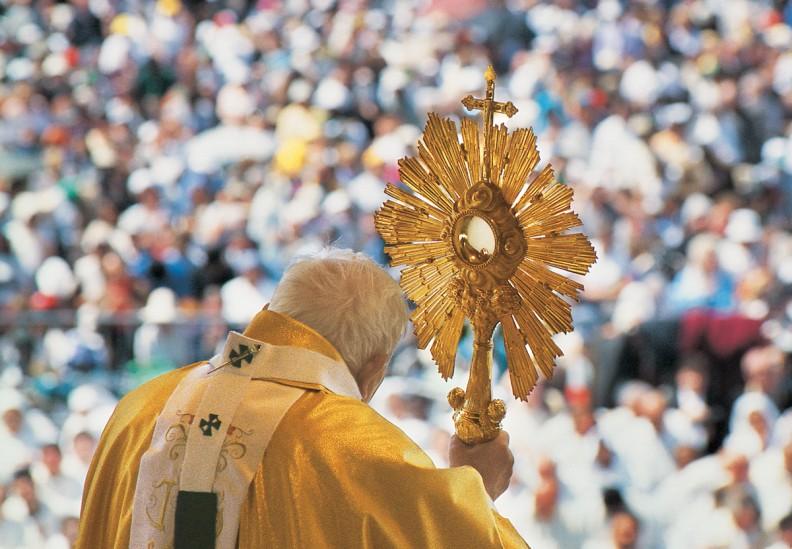 Msza św w Fatimie 13 maja 2000 r.. Fot. Adam Bujak