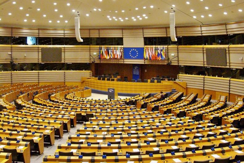 Sala obrad plenarnych Parlamentu Europejskiego w Brukseli. Fot.:Paasikivi. CCA-Share Alike 4.0 Int. license.