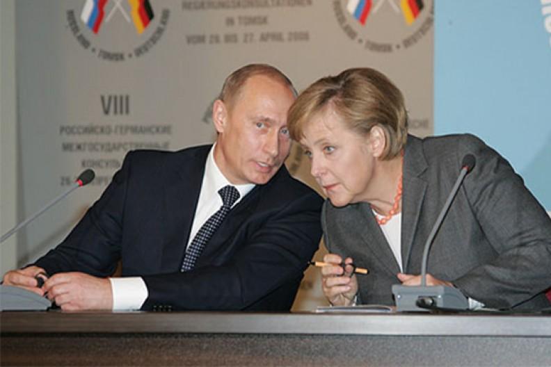 Prezydent Rosji Władymir Putin i kanclerz Niemiec Angela Merkel. Źródło: Wikipedia