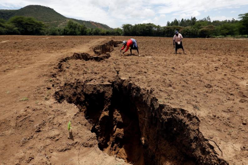 W Kenii powstała gigantyczna szczelina w ziemi, długa na kilkanaście kilometrów. Fot.: Pinterest