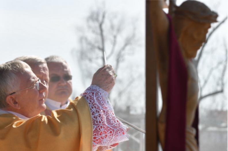 Abp Marek Jędraszewski celebruje Eucharystię podczas Niedzieli Miłosierdzia Bożego. Fot.: Adam Bujak
