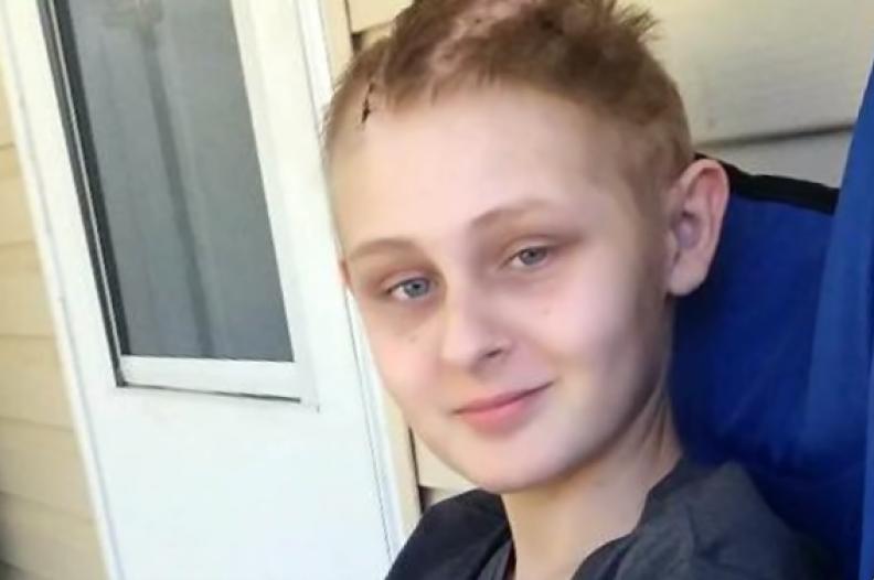 13-letni Trenton McKinley, który będąc w stanie wegetatywnym odzyskał świadomość / Źródło: CBS Evening News / YouTube