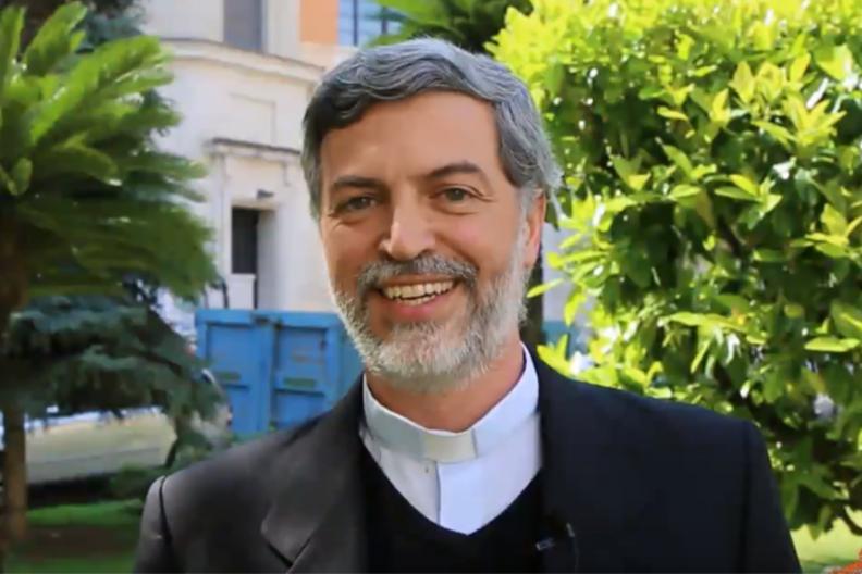 Ojciec Alexandre Awi Mello, włoski duchowny, od maja 2017 roku sekretarz dykasterii ds. Świeckich, Rodziny i Życia. / Źródło Dicastery Laity Family Life / YouTube