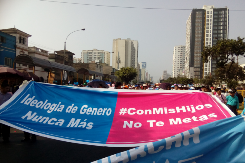 Transparenty na majowym marszu życia w Peru - z hiszp.: