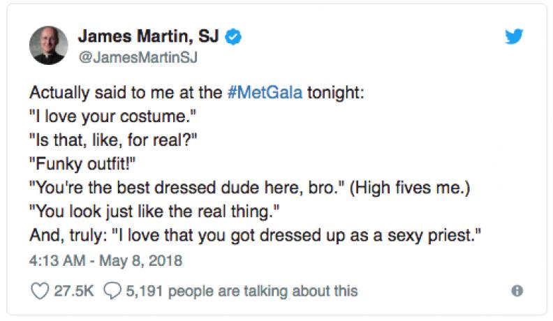Reakcja o. Jamesa Martina SJ, konsultanta wystawy, po bluźnierczej inauguracji... Fot.: Twitter