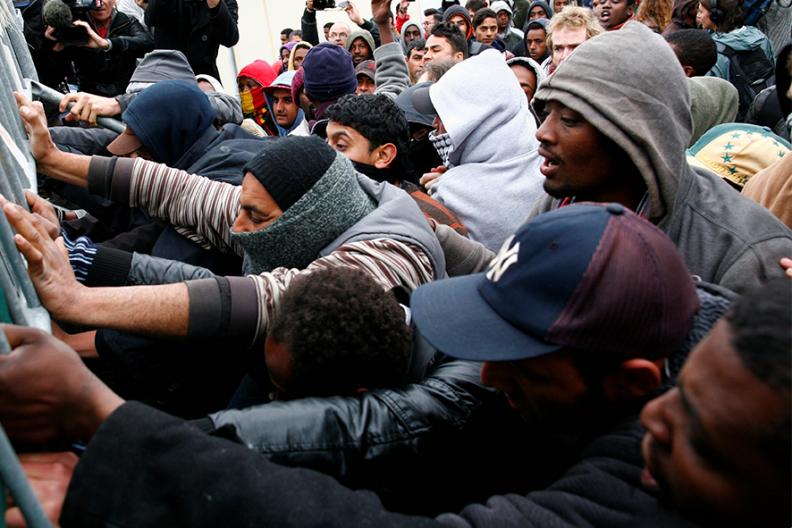 Przemoc, zamieszki i demonstracje muzułmańskich imigrantów to okrutna codzienność wielu miejsc na świecie. Źródło: Archiwum Białego Kruka