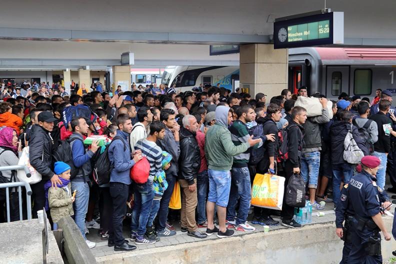 Imigranci na Zachodniej Stacji Kolejowej we Wiedniu (kryzys migracyjny 2015 r.). / Źródło: Bwag / Wikimedia