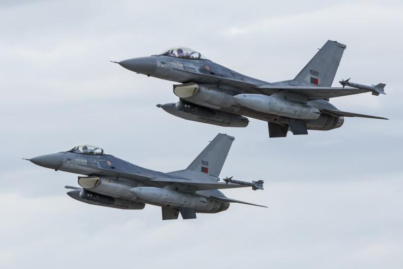 Dwa portugalskie F-16. Fot.: Wikimedia