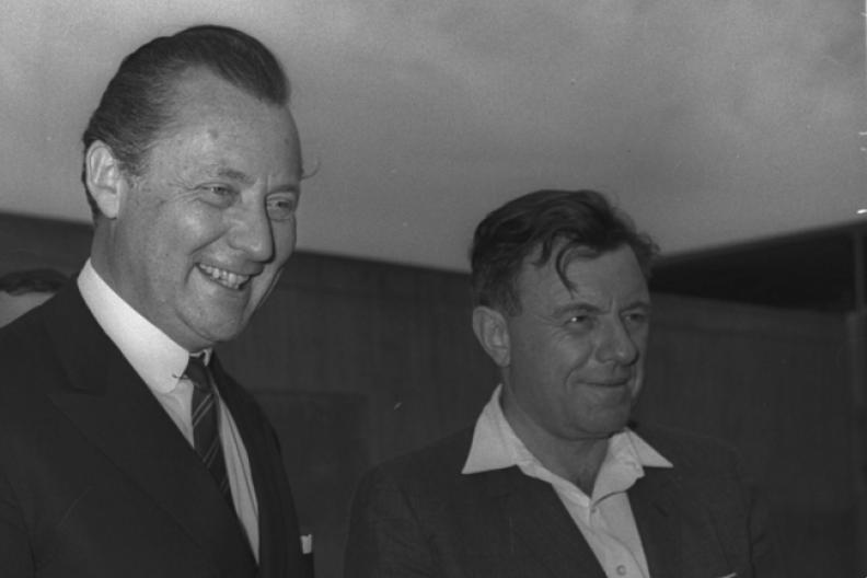 Axel Springer (z lewej) oraz burmistrz Jerozolimy Teddy Kollek podczas uroczystości w Jerozolimie w 1966 r. Fot.: Israel National Photo Collection