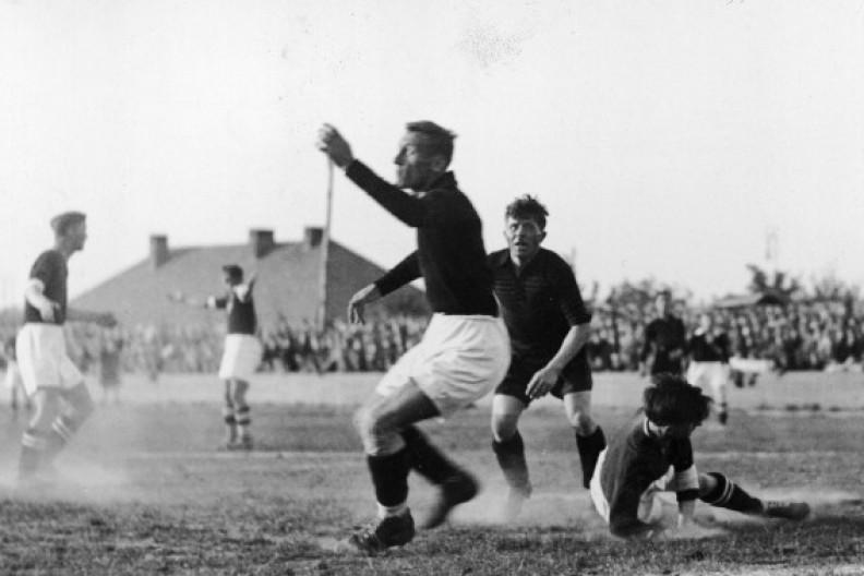 Źródło: Historia sportu w Polsce /Mecz piłki nożnej Polonia Warszawa - Czarni Lwów w Warszawie w 1931 r