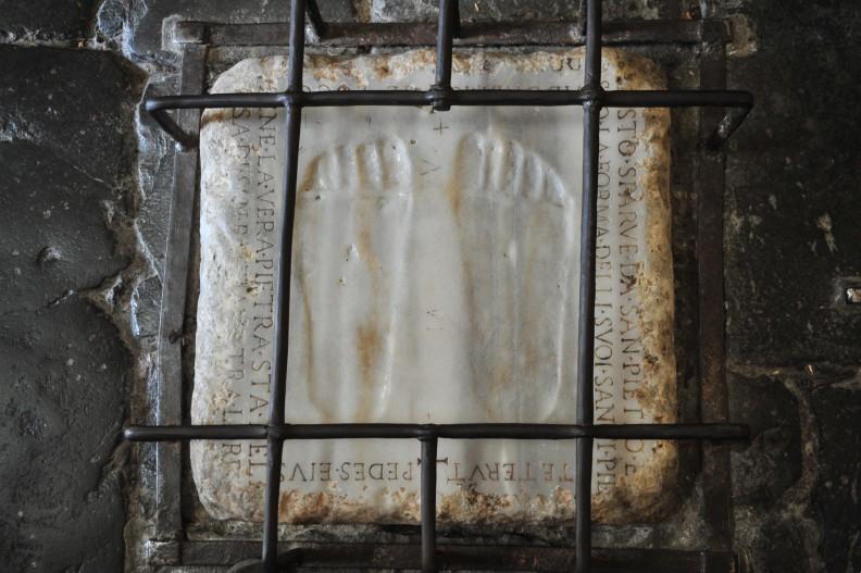 Fot. Biały Kruk / Leszek Sosnowski - Ślady stóp Jezusa Chrystusa w kościele Quo Vadis w Rzymie