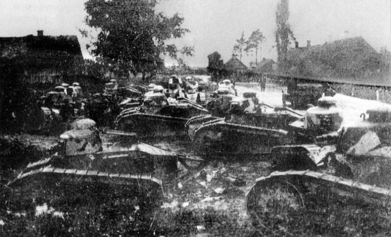 Polskie czołgi FT-17 z 1 Pułku Czołgów pod Dyneburgiem
