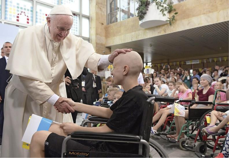 Wizyta w Uniwersyteckim Szpitalu Dziecięcym wKrakowie-Prokocimiu. Na papieża czekało wholu ok. 50 dzieci chorych neurologicznie, onkologicznie ikardiologicznie. Krótkiego wystąpienia papieża wysłuchali pacjenci, ich rodzice, lekarze ipielęgniarki. Obecna była także premier rządu Beata Szydło.