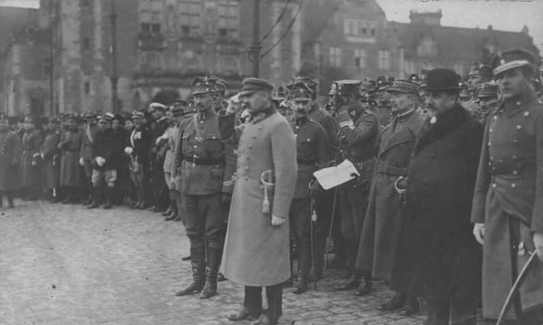 Wizyta Naczelnika Państwa Józefa Piłsudskiego w Poznaniu 27 października 1919 r. Na lewo od gościa gen. Józef Dowbor-Muśnicki.