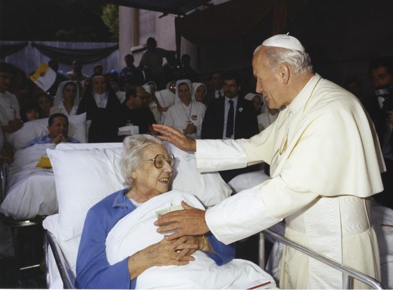 Pielgrzymka włoska w maju 1983 r. nacechowana była spotkaniami z chorymi.