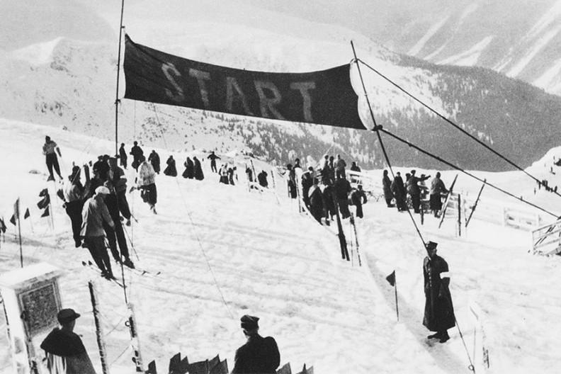 Początek trasy narciarskiej na Kasprowym Wierchu podczas Mistrzostw Świata w Narciarstwie rozegranych w lutym 1939r. w Zakopanem.