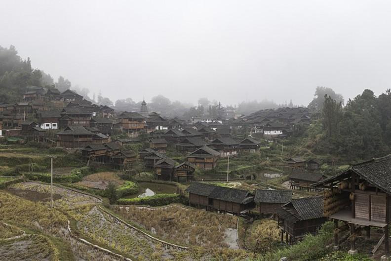 Widok wsi w południowej prowincji Chin Kuejczou. Fot. Wikimedia