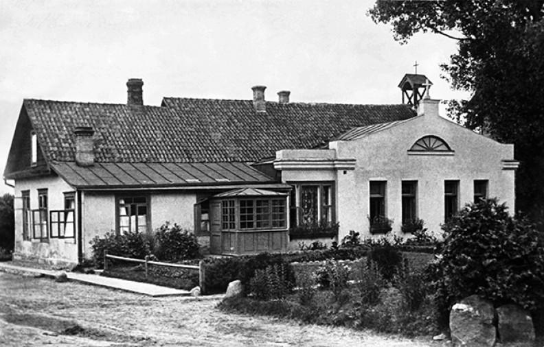 Wilno – główny budynek Zgromadzenia na Antokolu, który został wyburzony po II wojnie światowej, gdy siostry musiały opuścić tę posesję.