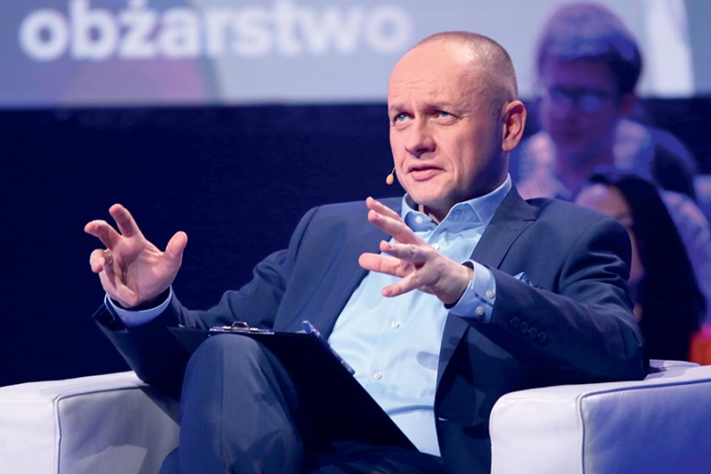 """Rafał Porzeziński, dziennikarz TVP i twórca programu """"Ocaleni"""", opowiada o osobach, którym udało się wyjść z uzależnienia."""