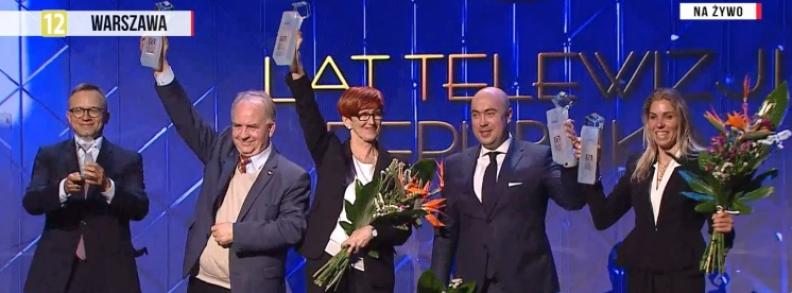 Laureaci nagród Telewizji Republika. Od lewej: prezes Leszek Sosnowski, minister Elżbieta Rafalska, Maks Kraczkowski oraz Zofia Klepacka.