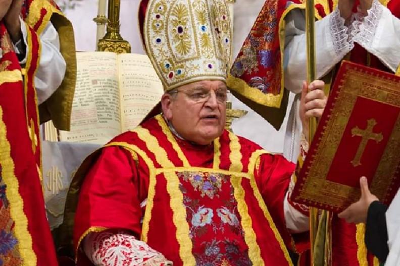 Kardynał Raymond Burke  fot. Wikimedia